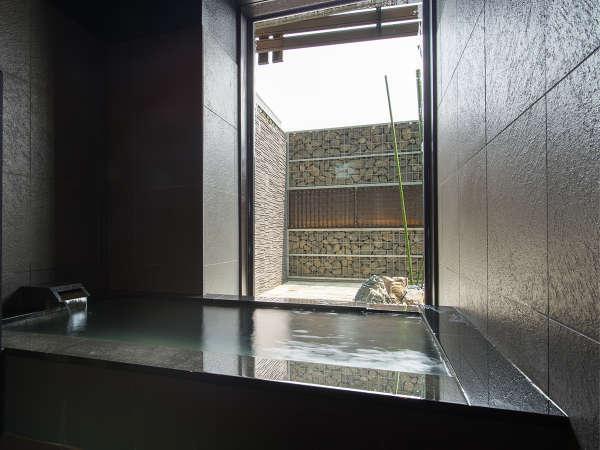 【天然温泉家族風呂】自家源泉の湯をお楽しみ下さい。