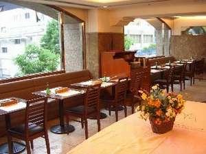 レストラン『居留地倶楽部』。ご朝食はこちらにて・・・