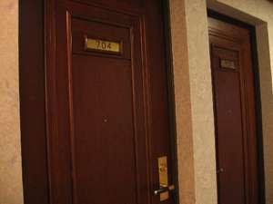重厚な扉は騒音を完全シャットアウト!静かなお部屋でごゆっくりお休みいただけます。