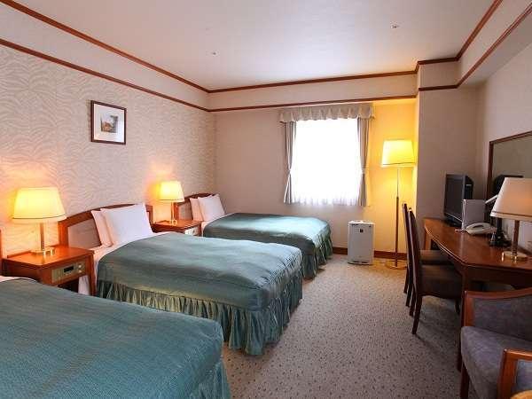 トリプルルーム(例)セミダブルサイズ(幅120㎝)ベッドが3台で広々♪
