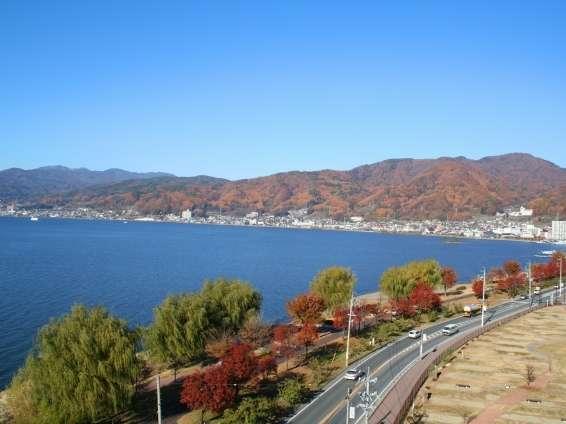 秋の諏訪湖が美しい。大浴場露天風呂より(水華の湯)