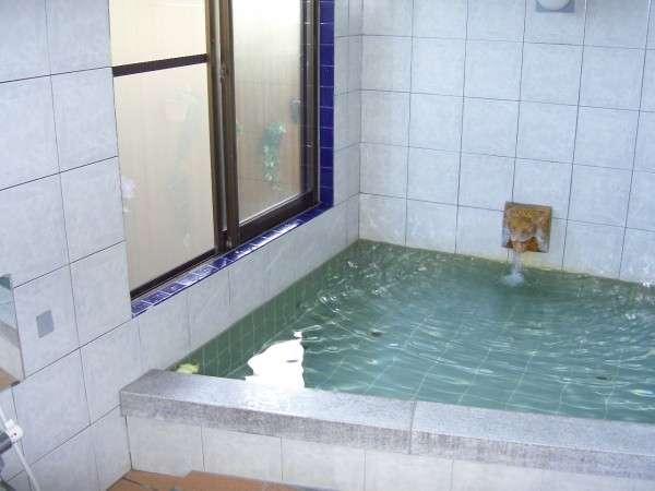 光明石が入ったお風呂。24時間入浴可能。貸切できることもある
