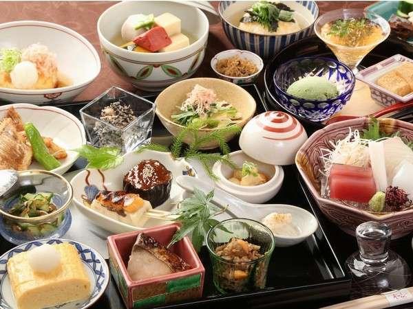 京都と言えばおばんざい。日常的な味わいながらもその奥深さが楽しめます。会席にあしらいました☆