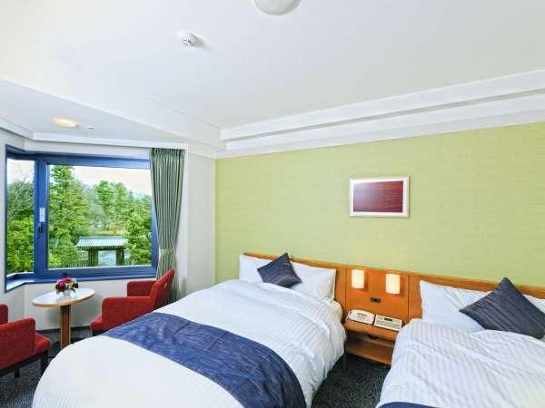 蛤御門を望むツインルーム♪シモンズ社製ベッドでごゆっくりお寛ぎください。