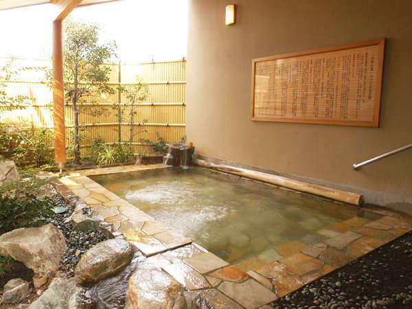 【桃の湯・露天】2種類の男女別浴場は入替制(夜7時前後)趣の違う2種類の露天風呂をお楽しみ下さい。