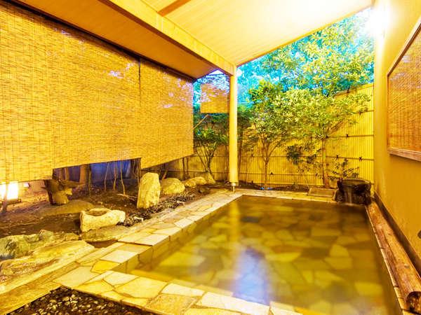 【桃の湯・露天】趣の違う2種類の男女別大浴場[柿の湯][桃の湯]は19時前後に男女が入替になります。