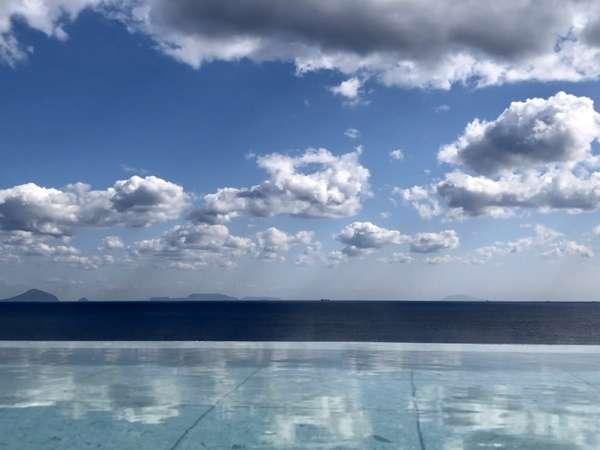 湯舟に雲が流れる絶景の展望露天風呂「蒼空」