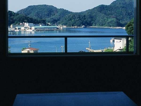 柴山港が見えるお部屋。漁船の行き来をながめたり~