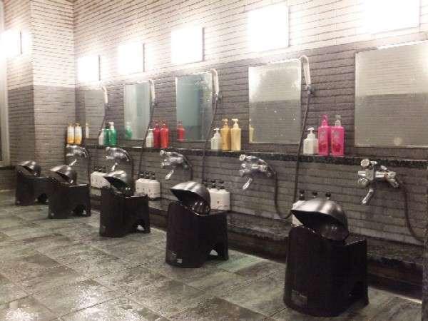 女性大浴場☆男性大浴場共にシャンプーは数種類ご用意しております♪※季節や仕入れにより種類は異なります