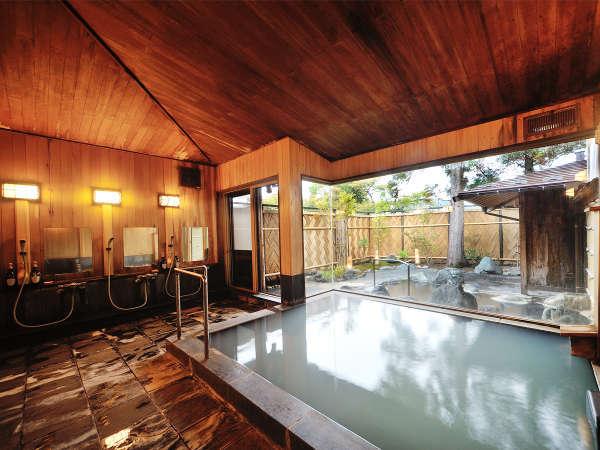 大浴場。まるで美容液に浸かったように肌に吸い付く湯ざわり感