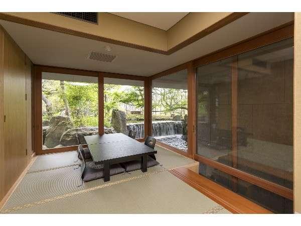 メゾネットの和室。庭園を眺めながらおくつろぎください。メゾネットは、3部屋ございます。