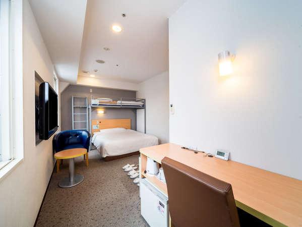 3名様までご利用が可能なトリプルルーム当ホテルで一番広いお部屋ですダブルベッドにはシモンズを採用