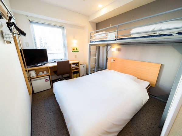 2名様のご利用なら一人一台のベッド利用が可能ダブルベッドにはシモンズベッドを採用