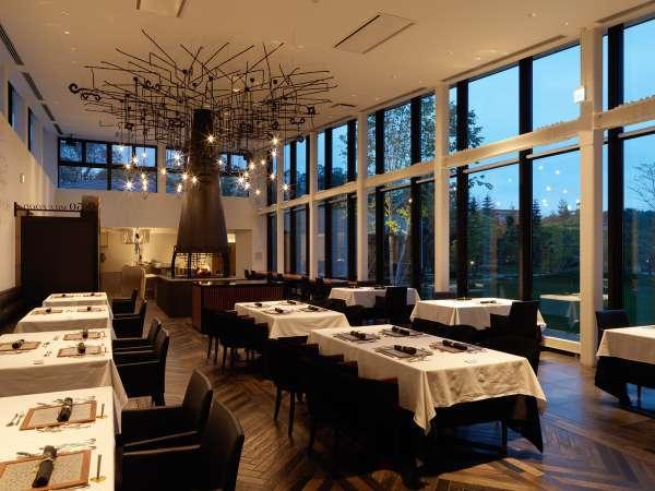 ◆レストラン内観/美しいガーデンとひとつになるような開放的なレストラン。四季折々の景色もごちそうです