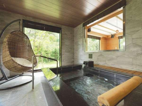 ◆スパリビング付ツインルーム/リビングの隣には温泉をご用意。お好きな時にお愉しみください(客室一例)