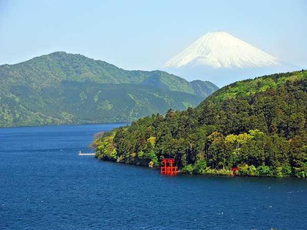 【富士山と芦ノ湖】箱根には富士見スポットが沢山あります。旅の思い出に訪れてみては