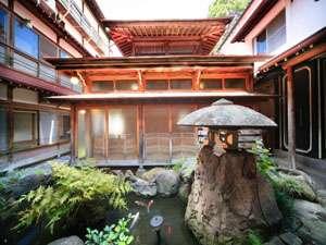 平安風呂は日本の伝統的な湯屋建築。湯船の中で日頃の疲れをほぐして、心を開放・・・