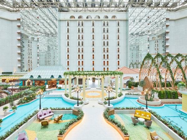 ◇ホテル3階アトリウムロビー。9階層吹き抜けの大空間の中心にはホテルのシンボルGazebo(ガゼボ)。