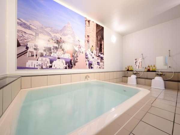 女性浴場【浴槽】広々とした浴槽で、快適にお寛ぎいただけます♪