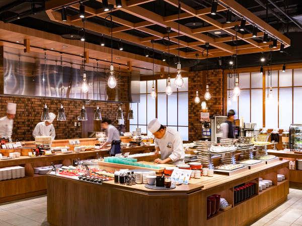 【青函市場】活気あふれるレストラン会場に海鮮メニューが豊富に並びます。