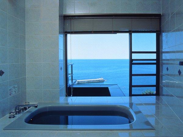 *『夕凪』の間バスルーム/日本海が見えます!