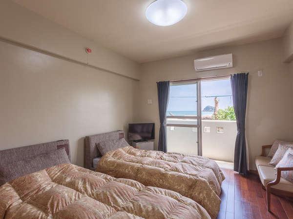 ツインルーム(バス・トイレ・アメニティ付)。お部屋タイプによってベット・寝具が若干異なります。