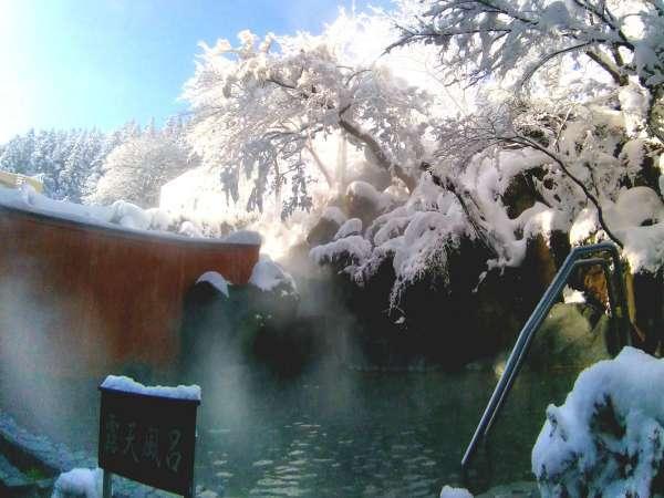 【男性側 露天大岩風呂】冬には雪見露天を楽しむことが出来ます。