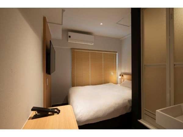 シングルルーム 140cm×200cmの日本ベッド 43型androidテレビ