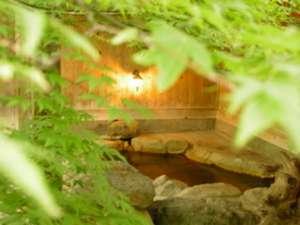 新緑の中でつかる源泉掛け流し 「縁のゆ」