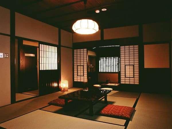 囲炉裏付の新館客室は昔ながらの「飛騨づくり」の民家を再現(一例)