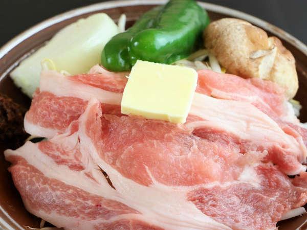 夕食一例/食材の美味しさを生かした、あつあつの蒸し豚♪