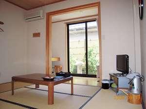 本館 和室6畳のお部屋です。