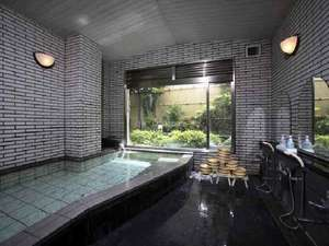 大風呂(男)。温泉ではありませんが、ゆったりと清潔な風呂です