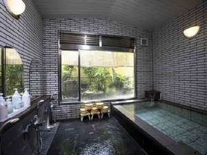 大風呂(女)。温泉ではありませんが、ゆったりと清潔なお風呂です。