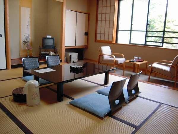 和室・10畳2F/山側・バストイレ付、2階の奥でプライバシイー重視の静か