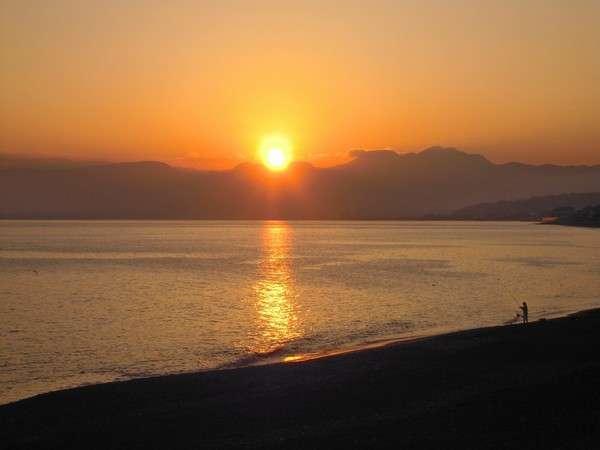 大磯海岸こよろぎの浜のサンセット。徒歩3分