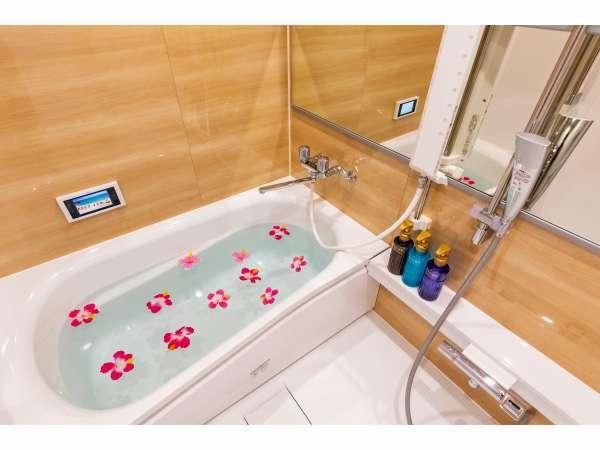 広い浴槽♪※お花はイメージです
