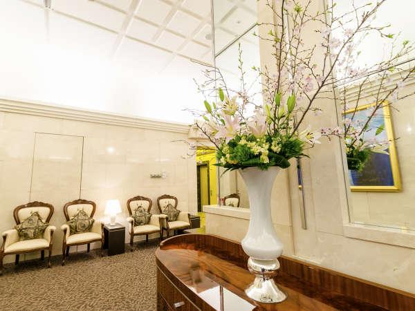 ≪ロビー≫ロビーとフロントは1階、アトリウム・レストランは32階にございます。