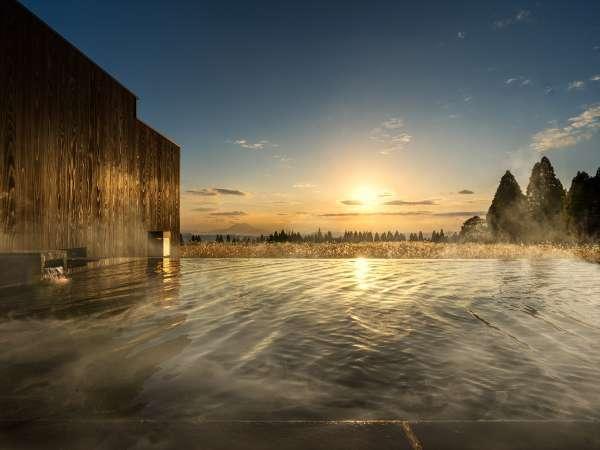 【露天風呂】開放感溢れる空間で、景色を眺めながら湯浴みを楽しめます。