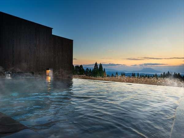【露天風呂】晴れた日の夜には満天の星空が頭上に広がります。(天候により見えない場合がございます)