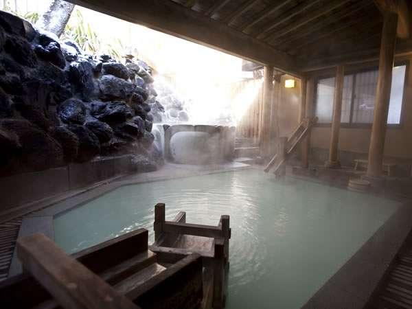 草津温泉の中心湯畑から近く源泉白旗の湯がダイレクトに味わえる老舗旅館の「奈良屋」さんに、実際に泊まったことのある方のブログの感想(口コミ)をまとめました。