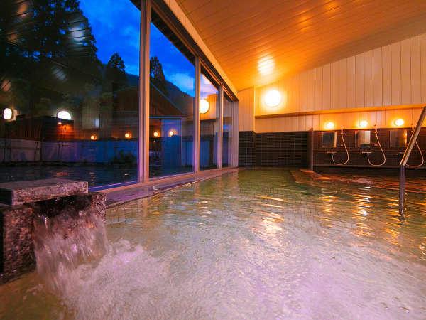 【お風呂】開放感溢れるガラス張りの空間♪外の景色を眺めながら温泉を楽しめます