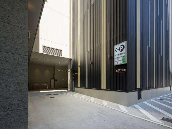 【立体駐車場】    60台収容可能