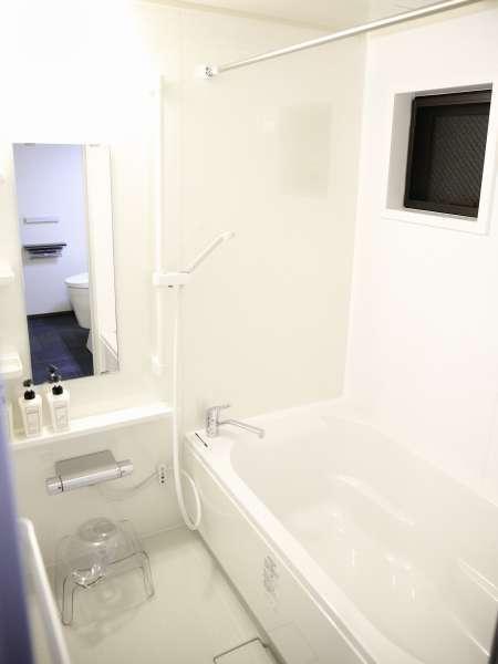 シャワースペースも湯船も広く、旅の疲れを癒してくれます。