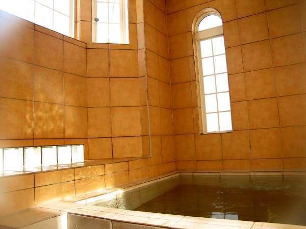 富士山の地下水を使用したテラコッタ調の貸切風呂