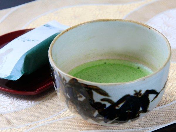 若松オリジナル「松のみどり」は抹茶の風味と上品な甘さが旅の疲れをいやすと好評。