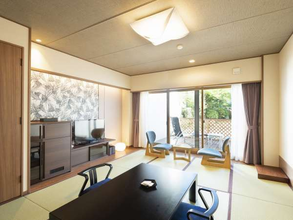和室12畳 ゆったりとした純和風の客室。 ウッドデッキで癒しのひとときを
