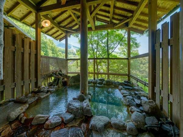 心地よい自然の風を感じながら入る露天風呂