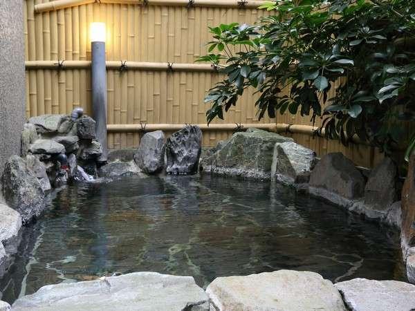 『美肌の湯』として知られるアルカリ単純泉が100%掛け流しで、お湯のツルツル感をお楽しみください!