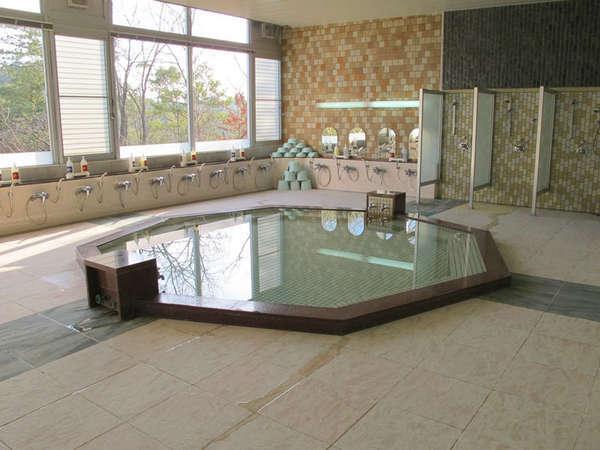 【大浴場】広々と開放感あふれる浴場は疲れを癒すのに最適!